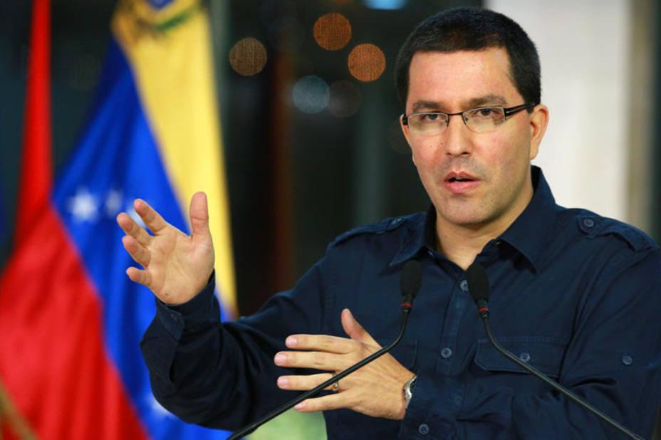 """Venezuela se defenderá de ataques """"ilegales"""" del """"emperador Trump"""""""