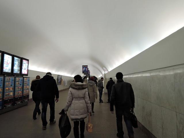 переход от станции метро театральная к площади революции