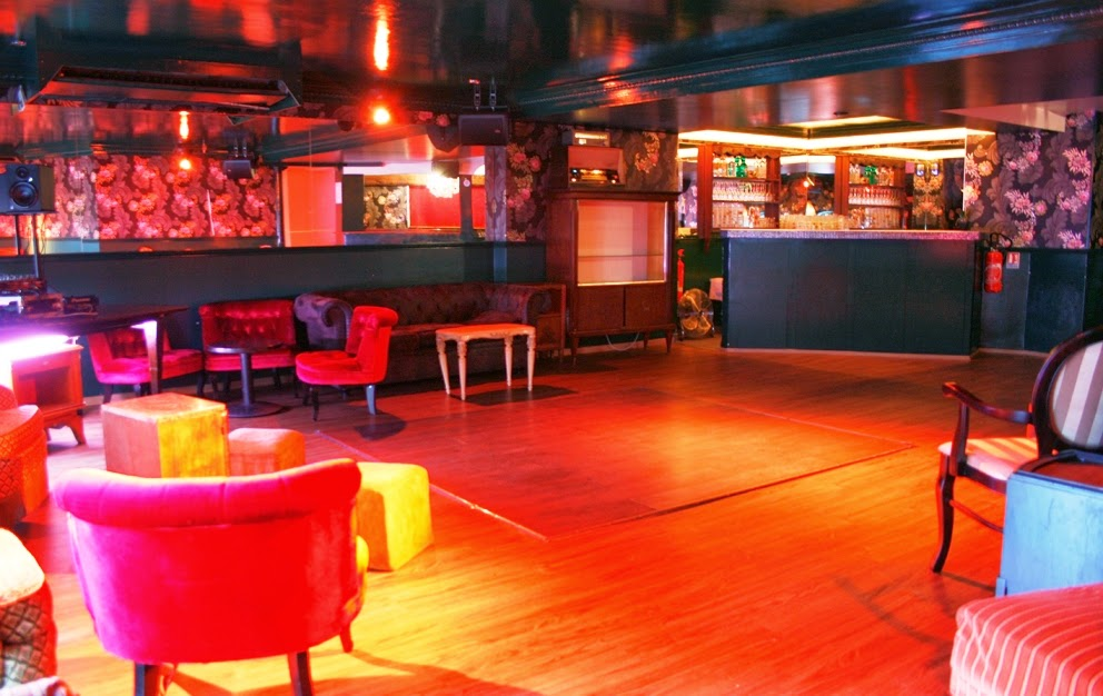 Balada Le Dandy Club em Paris