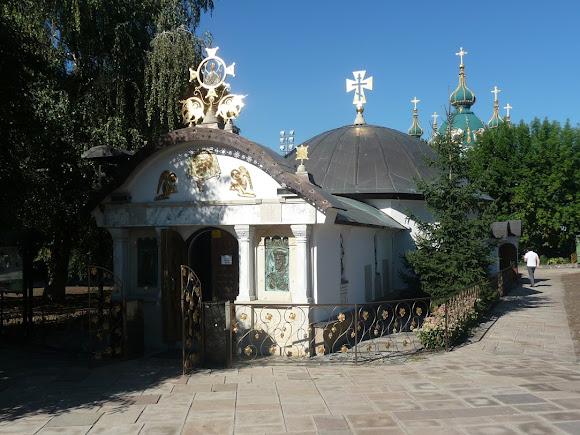Киев. Церковь святого Николая. 2007 г. УПЦ МП