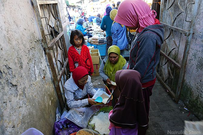 Nasi Jagung Urap Mbah Tugiyem di pasar Ngablak