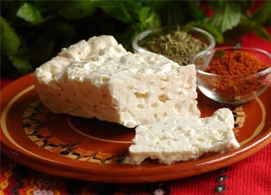 Sírene búlgaro, queso blanco en salmuera