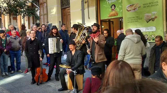 Grupo de músicos en El Rastro