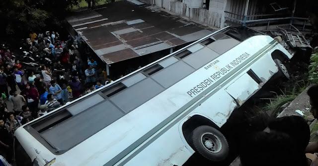 Bus Andalas Kecelakaan