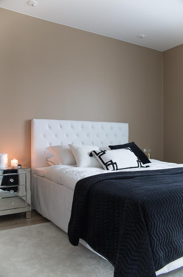 Villa H, makuuhuoneen sisustus, sängynpääty, klassinen koti, classic collection, jotex sängynpääty