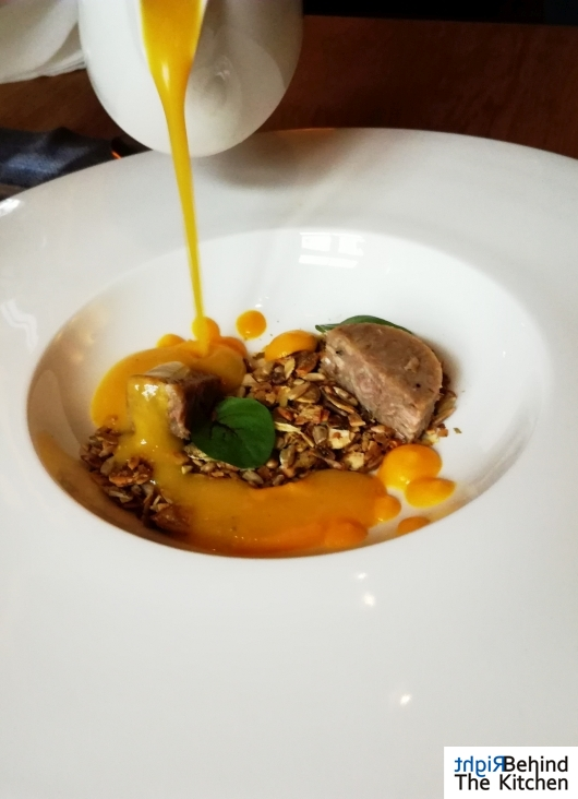 Zupa krem z dyni, kacza noga confit, słodka dynia, słonecznik oraz pestki dyni | G20 Lublin | Lublin Restaurant Week