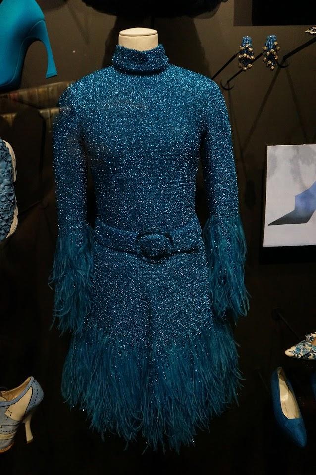 robe en resille de laine et lurex brodée de plumes 1967 christian dior Marc Bohan