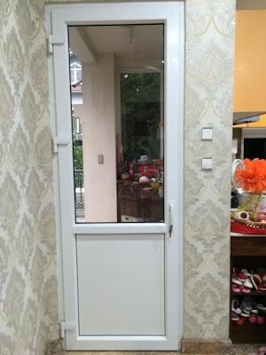 cửa nhựa lõi thép 1 cánh cho ban công cửa phụ