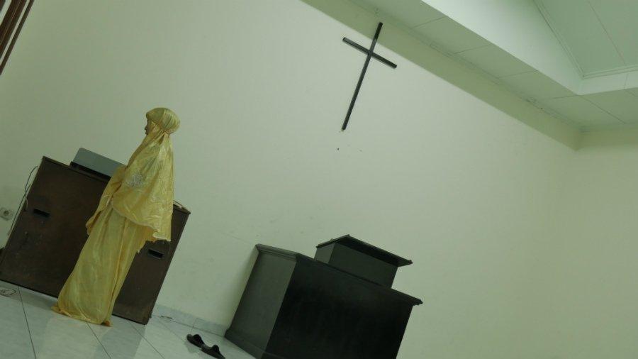 Heboh Muslimah Sholat di Gereja, Mahfud MD Malah Kasih Contoh Film Habibie