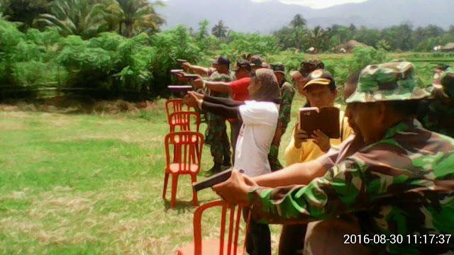 Komunitas Intelijen Kota Pariaman Diajarkan Menembak