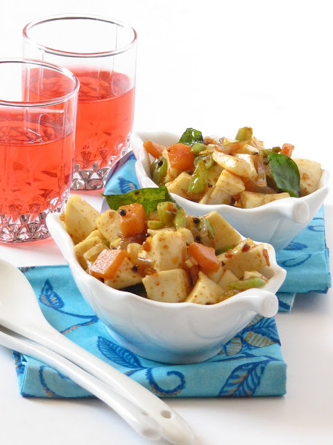 These hard boiled egg whites with veggies are healthy and delicious.
