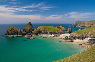 Μια πρασινογάλαζη παραλία στη Βρετανία!