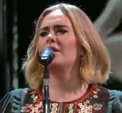Adele canta Water Under The Bridge em A Lei do Amor