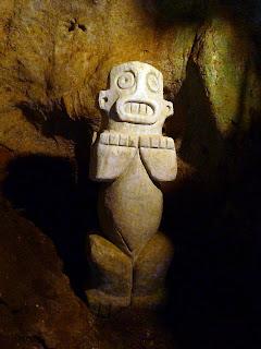 Kuba, Baracoa, archäologisches Museum, Naturgeist Cemie, Statuette aus Stein.