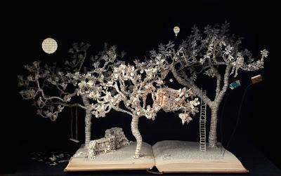 escultura con libros