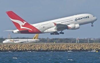 Wallpaper: Qantas Airbus A380-842