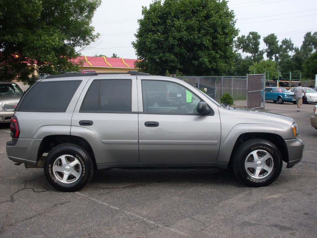 Ride Auto: 2006 Chevy Trailblazer gris