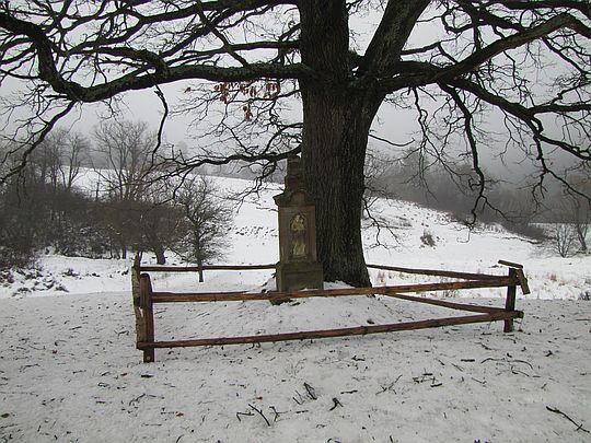 Kapliczka u ujścia potoku Czorne.