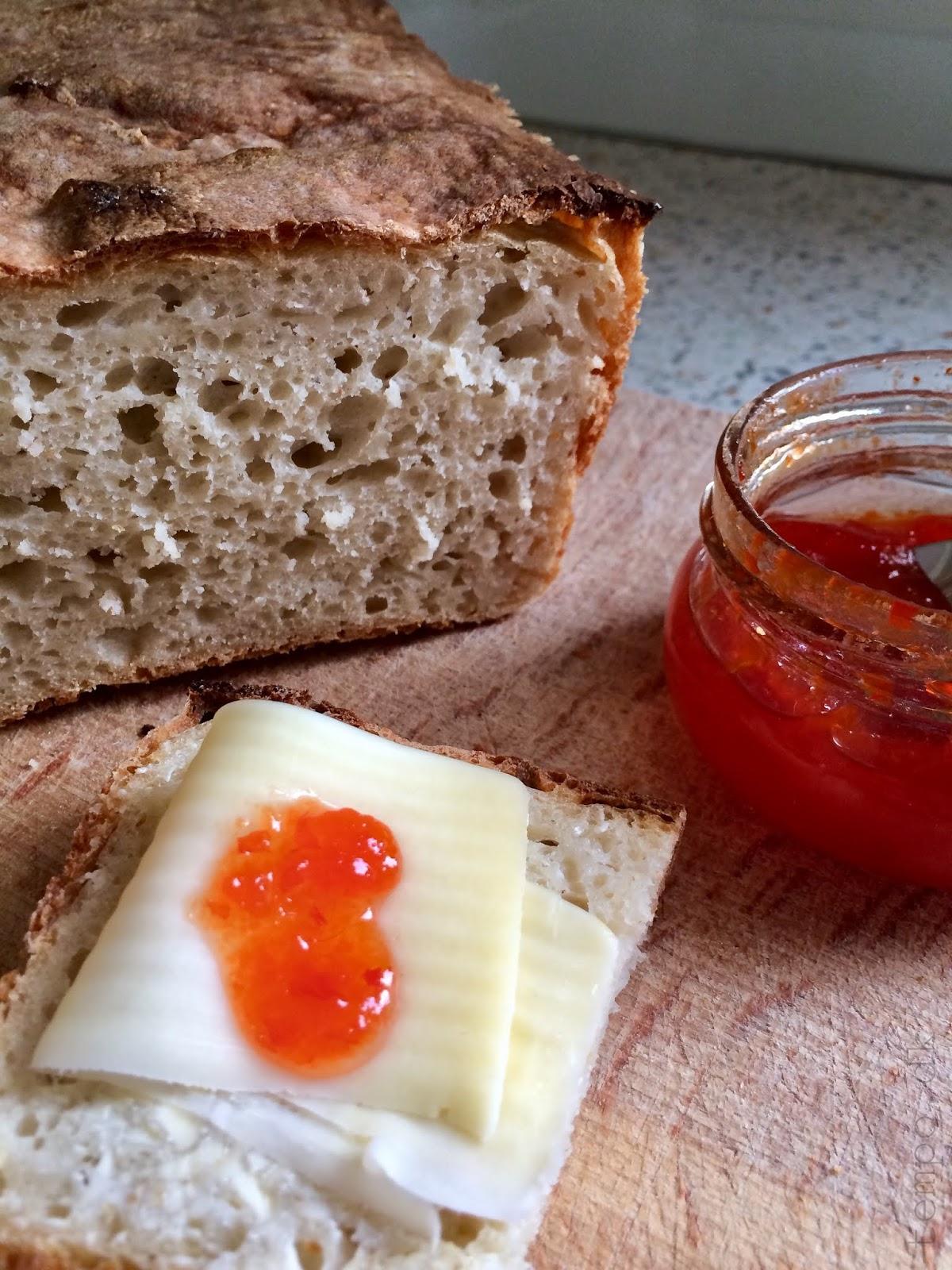 Langtidshævet æltefrit brød