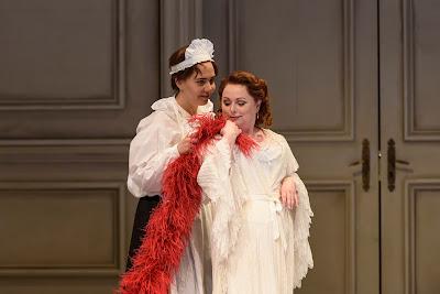Strauss: Der Rosenkavalier - Lucia Cervoni, Rebecca Evans - WNO 2017 (photo Bill Cooper)