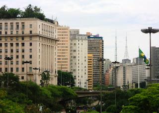São Paulo - Edifício Matarazzo, à esquerda e Viaduto do Chá, ao centro