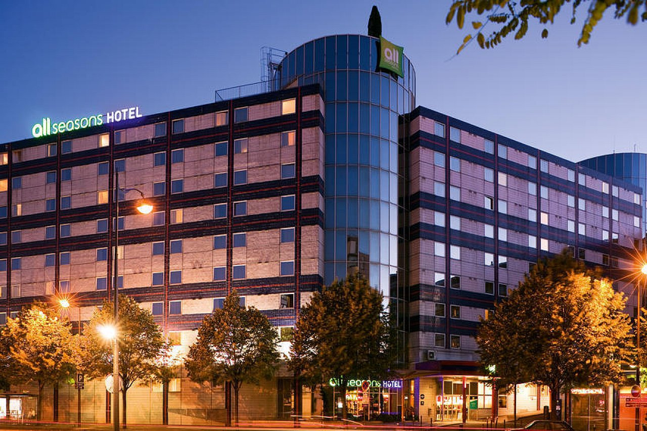 Very Close To The Gare De Lyon And Bercy Train Stations As Well Accorhotels Arena Both Hotel Restaurant Overlook Parc