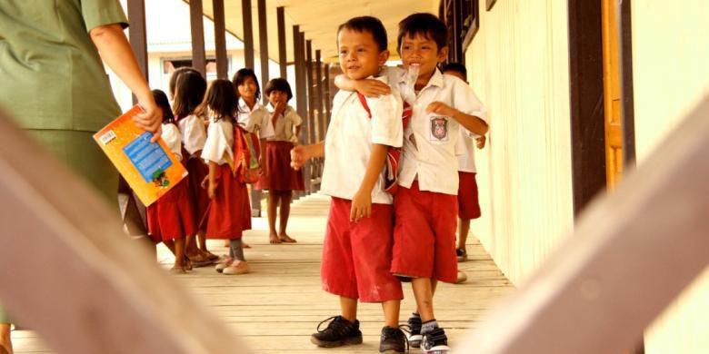 Manajemen Pengelolaan Hubungan Sekolah Dengan Masyarakat Pendidikan Dan Pengajaran