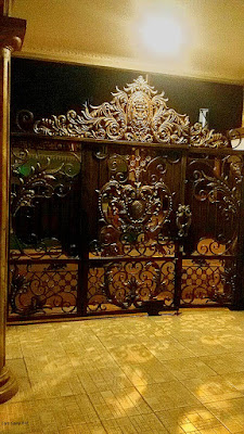 gerbang besi tempa untuk rumah mewah