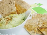 Dipp de aguacate con crema de queso y crujiente de tortilla
