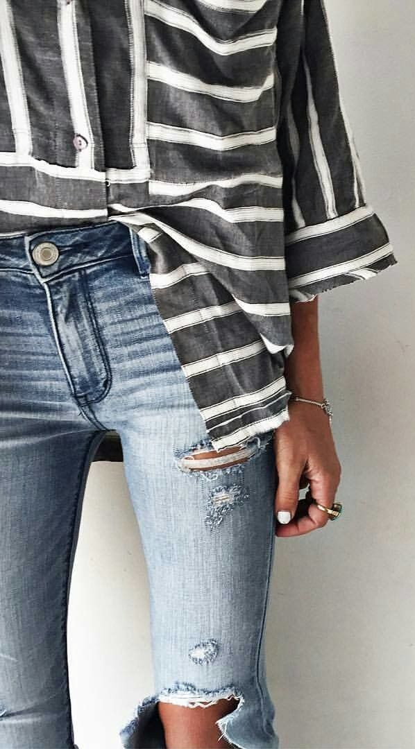 how to mix stripped shirt with ripped jeans: cool casual outfit idea