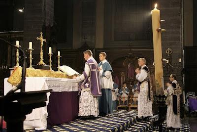 Paaswake - Instituut Christus Koning en Hogepriester