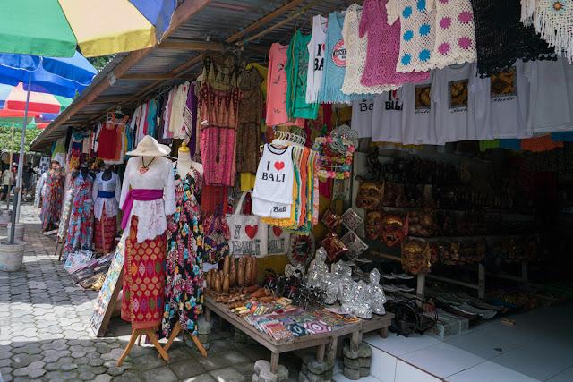 Tempat Wisata Belanja di Bali yaitu Pasar Seni Kuta