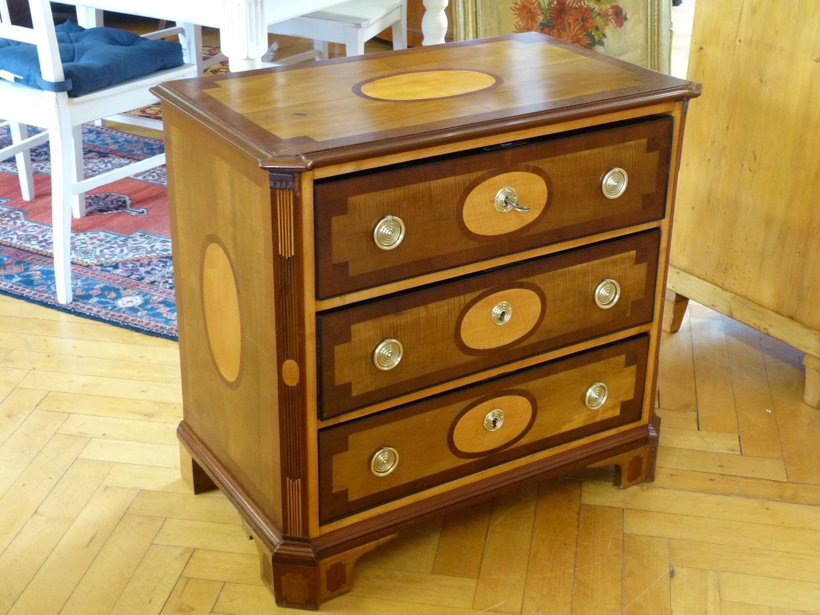 antike m bel empire kommode um 1820. Black Bedroom Furniture Sets. Home Design Ideas