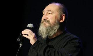 Απεβίωσε ο γνωστός τραγουδοποιός Τζίμης Πανούσης σε ηλικία 64 ετων