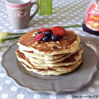 https://danslacuisinedhilary.blogspot.com/2016/05/fluffy-pancakes-buttermilk-myrtilles.html