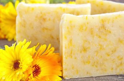 Apprenez à faire votre savon naturel à la calendula et à la camomille