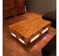 mesa iluminada con palets de madera