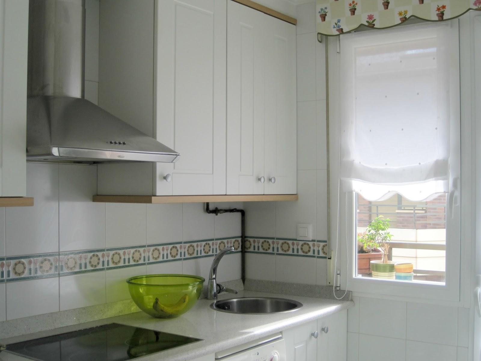 Gu a de cortinas estores enrollables para tu cocina - Stores de cocina ...