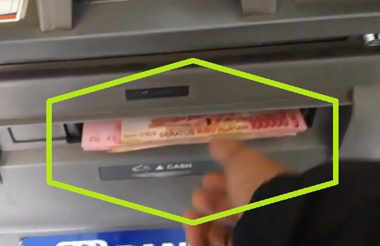 Sabar Menunggu Uang Muncul Dari ATM BRI 2