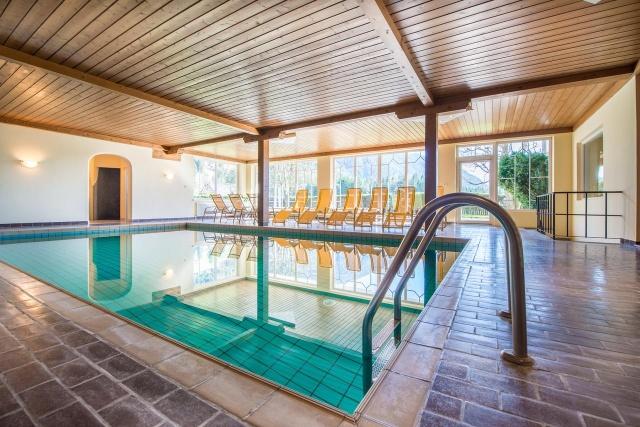 groupon-lago-di-braies-piscina-hotel-antholzerhof-poracci-in-viaggio