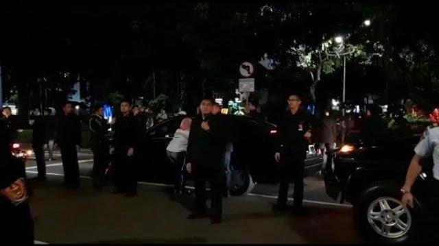 Mobil Jokowi Dihadang Masa Pendemo Depan Istana, Ini Komentar Telak JS Prabowo