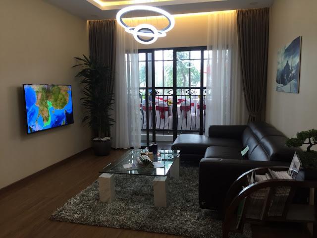 Cửa sổ căn hộ mẫu rộng nhận được nhiều ánh sáng và không khí