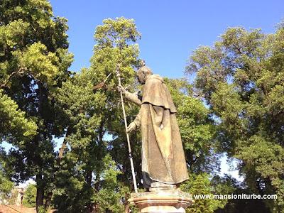 Estatua en honor de Don Vasco de Quiroga en Pátzcuaro