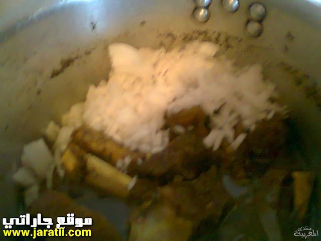طبق اللحم بالأناناس والبرقوق