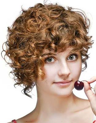 Rambut-Pendek-Keriting-Pirang