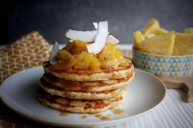 pancakes con ananas caramellata, cocco e rhum