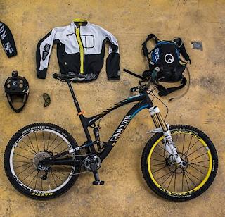 peralatan aksesoris bersepeda
