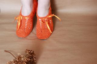 тапочки крючком,обувь ручной работы,обувь для дома, тапочки домашние, тапочки вязаные, подарок, купить тапки, домашние тапки,тапки в подарок, нежные тапочки, красивые тапочки, тапочки сапожки, домашняя обувь,тапочки, тапки домашние, сапожки для дома,сапожки ручной работы, сапожки вязаные, комнатные тапочки, вязание крючком, продажа, вязание на заказ, балетки, красивая обувь
