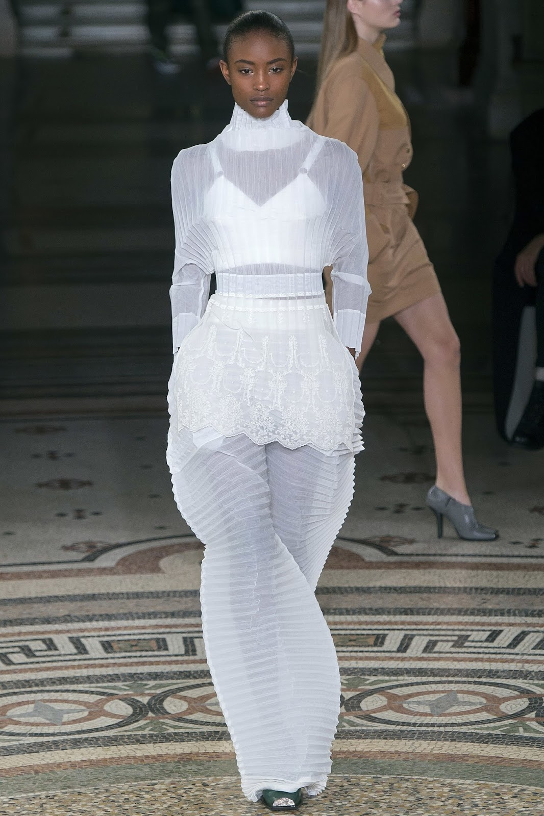 Stella McCartney, A/W 2017, fashion week, white bra