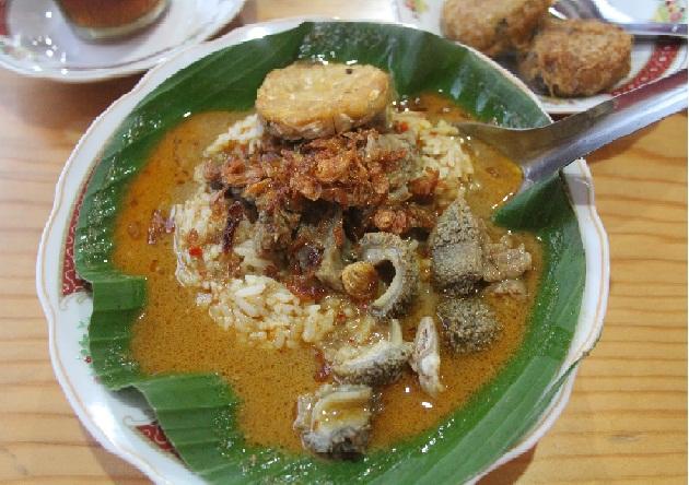 nasi gandul khas pati, kuliner pati, kuliner jawa tengah